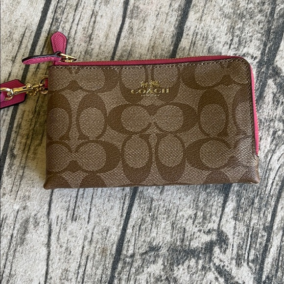 🌸Coach Wristlet pink/brown🌺